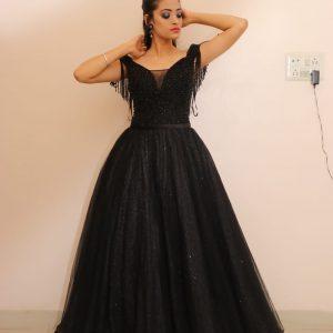 black gown for prewedding